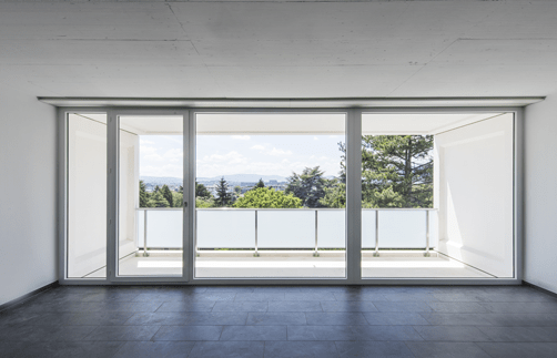 Pour accéder à la terrasse, une porte-fenêtre coulissante peut être bienvenue!